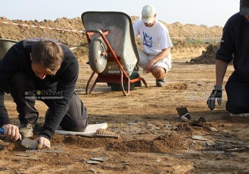 Во время ремонта трассы в Великобритании обнаружили клад
