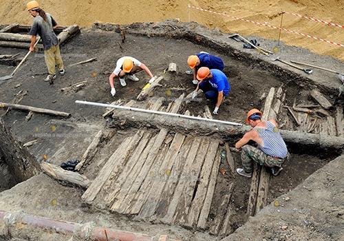 В Москве археологи нашли остатки деревянной мостовой XVII–XVIII веков