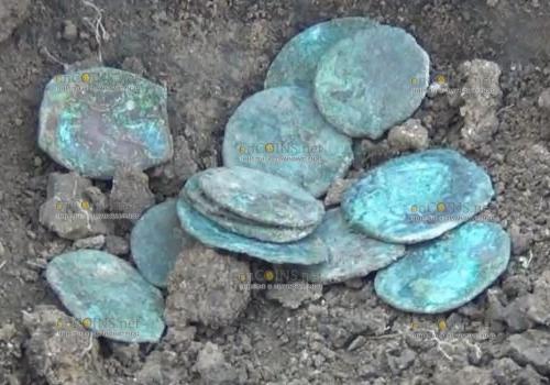 В Азове нашли медные монеты, спрятанные на черный день еще XIV веке