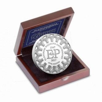 Нормандские острова монета 5 фунтов 70 лет бракосочетания, серебро, Proof, подарочная упаковка