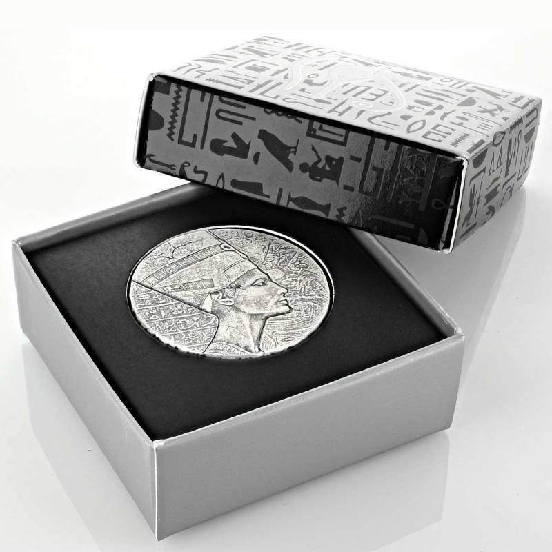 Чад монета 3000 франков КФА царица Нефертити, подарочная упаковка