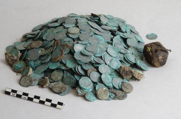 клад Франции 2200 монет