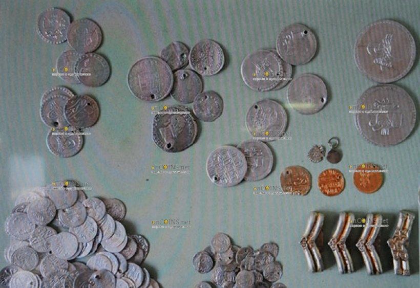 Ахтополь, сотни золотых и серебряных монет