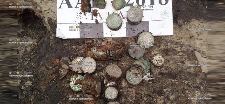 В Киеве нашли клад - два кило серебряных монет