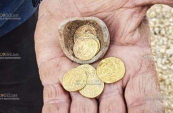 В Израиле обнаружили тайник, в котором находилось насколько золотых монет